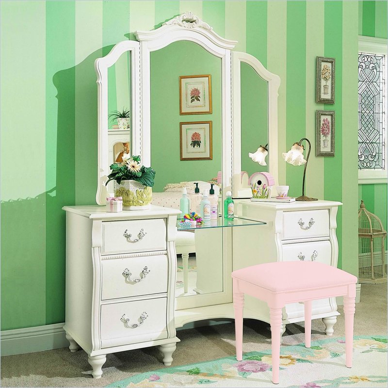 Picture of: Women White Bedroom Vanity Set