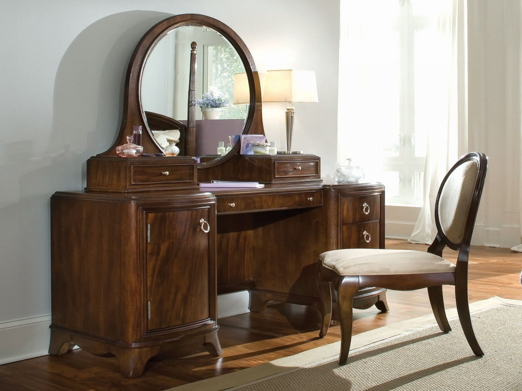 Picture of: Wooden Vanity Set With Lights