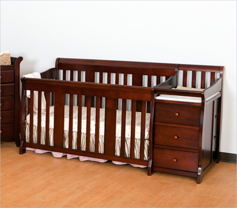 Image of: Amazing Cribs With Changing Table Combo