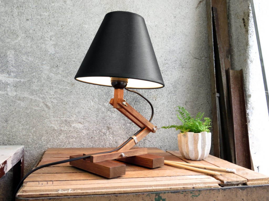 Picture of: Amazing Wood Table Lamp