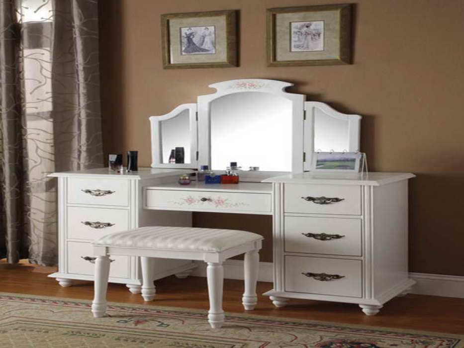 Image of: Bedroom Contemporary Vanity Table
