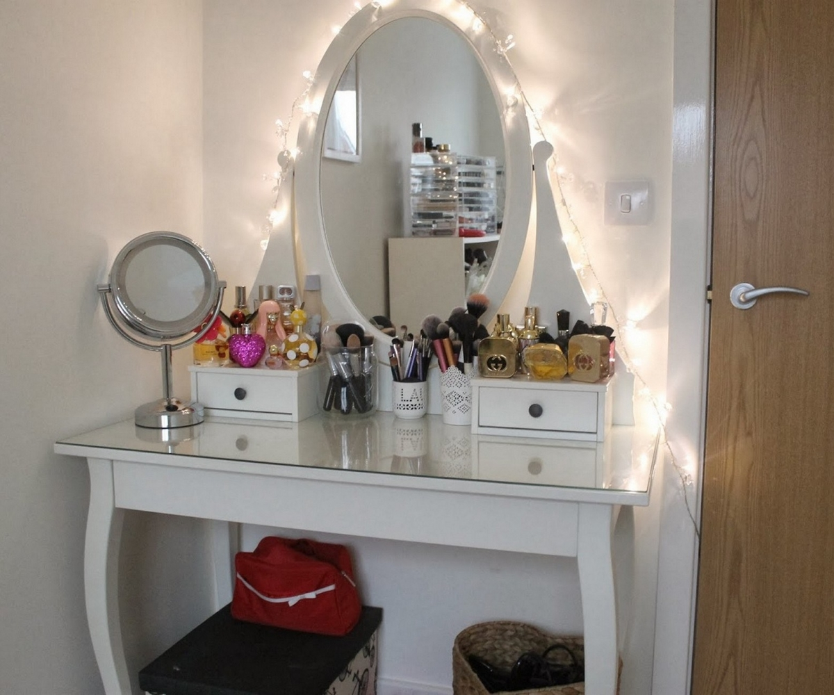 Image of: Bedroom Vanity Sets Excellent