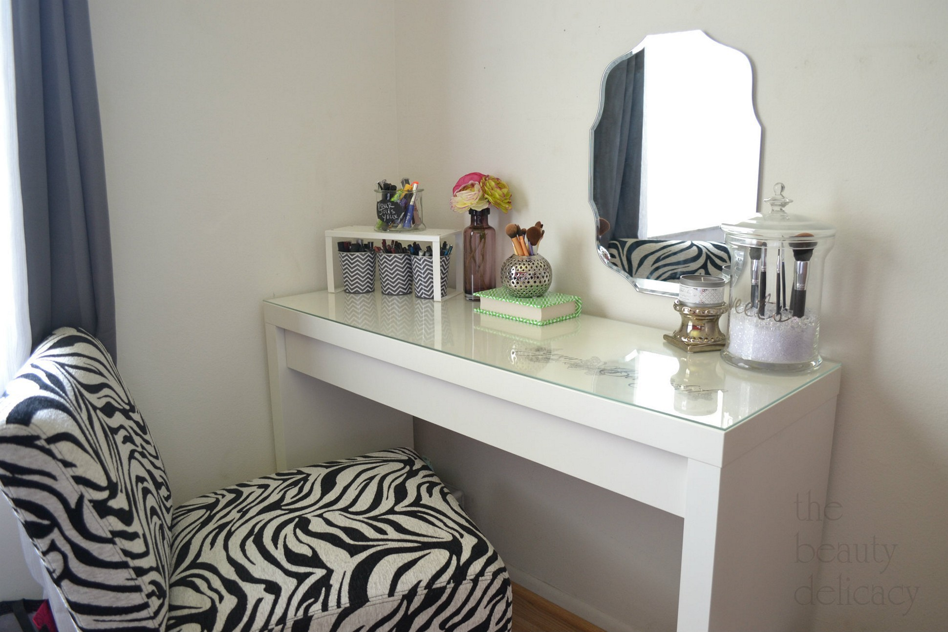 Image of: Bedroom Table Ideas Awesome Furniture Bedroom Makeup Vanity Table In Bedroom Makeup Vanity