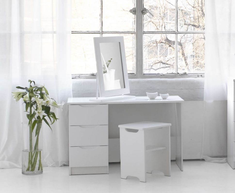 Image of: Bedroom Vanity Sets White