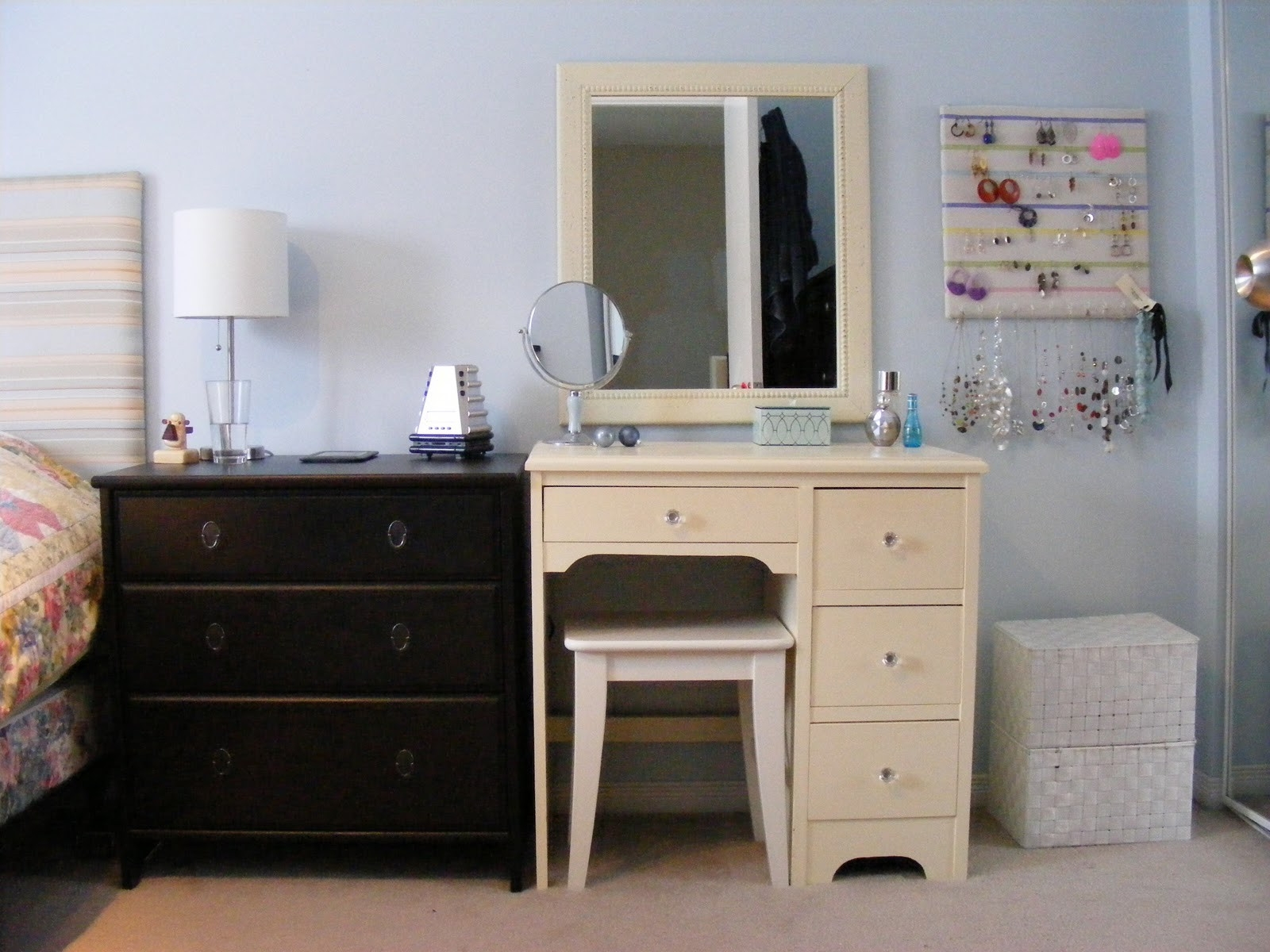 Picture of: Bedroom Vanity with Drawers Color