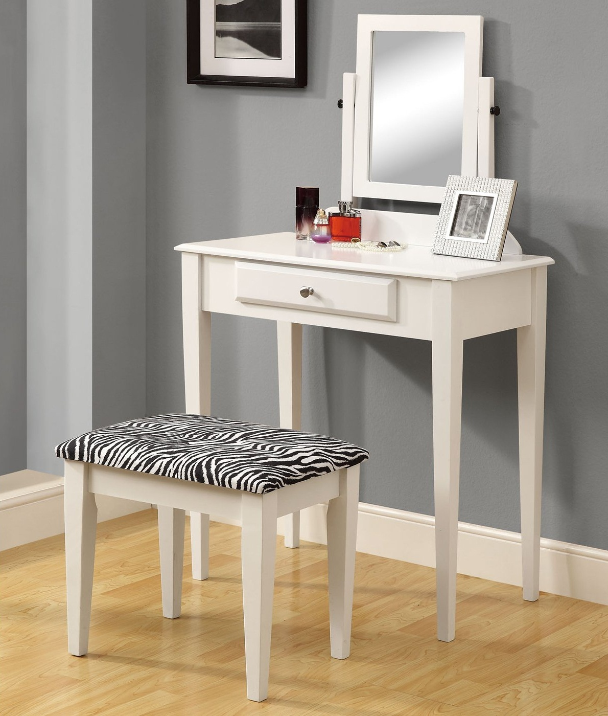 Bedroom Vanity with Drawers Type
