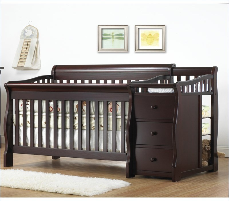 Image of: Best Cribs With Changing Table Combo