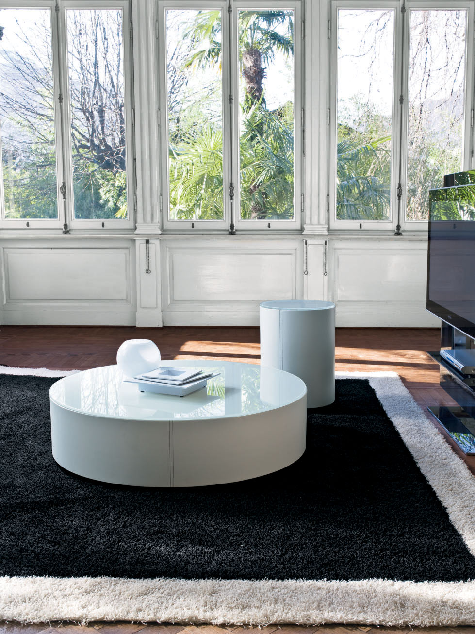Image of: Circular Coffee Table White