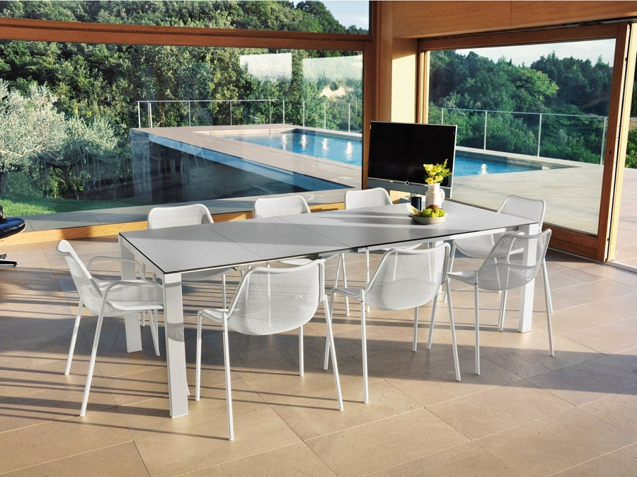 Image of: Expandable Outdoor Dining Table Set