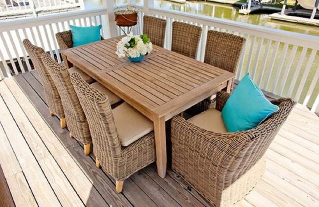 Image of: Expandable Outdoor Dining Table Wood