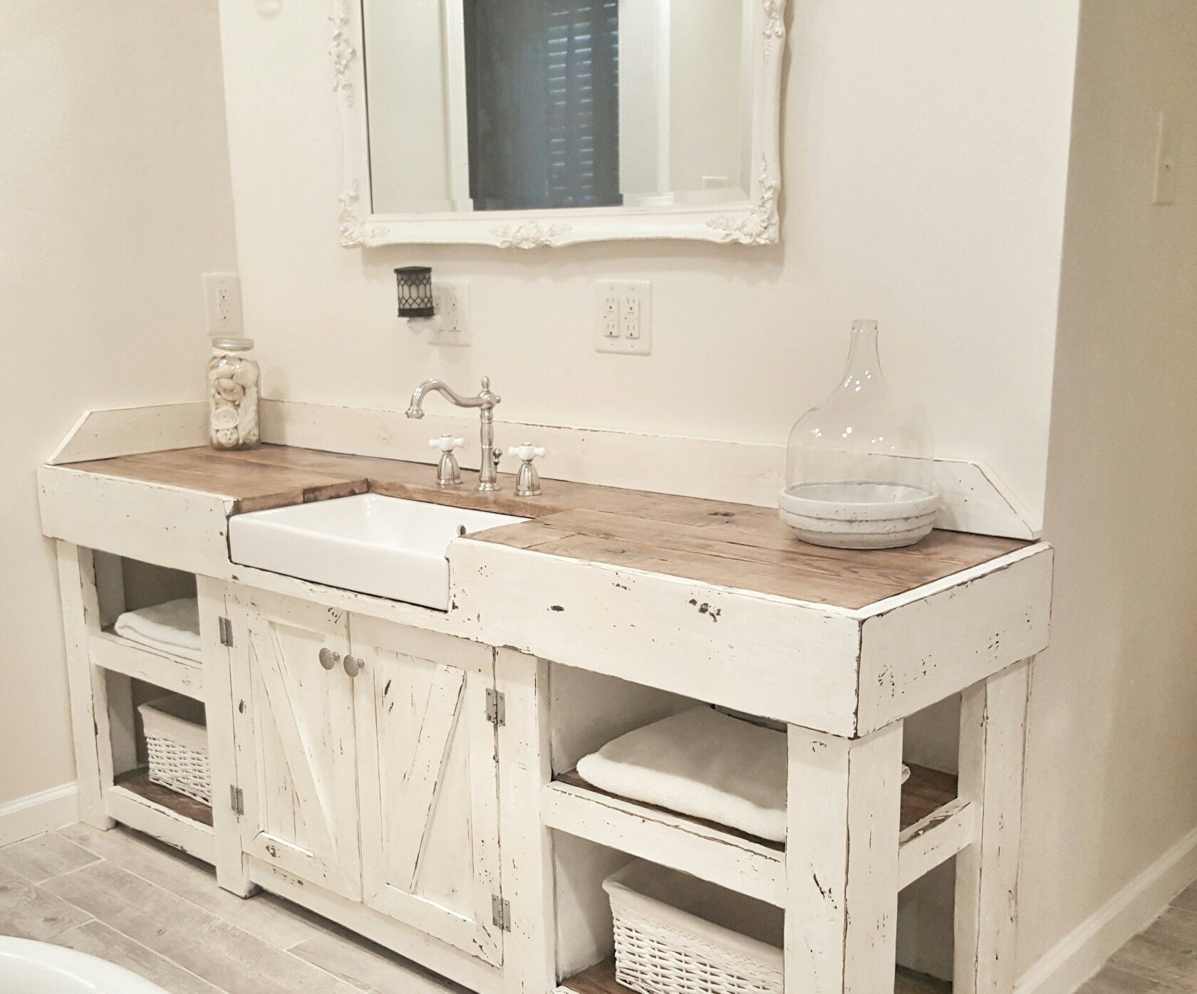 Picture of: Farmhouse Bathroom Vanity Cottage