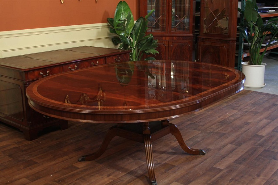 Image of: High End Oval Dining Table with Leaf