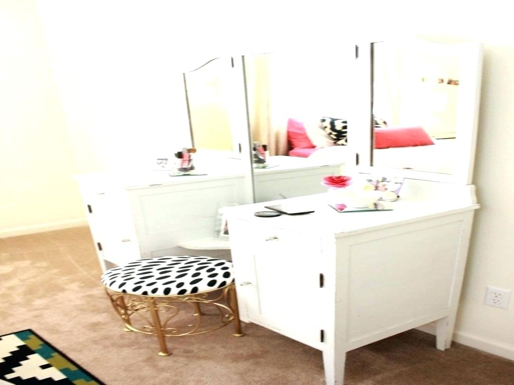 Picture of: Homemade Bedroom Vanity Ideas
