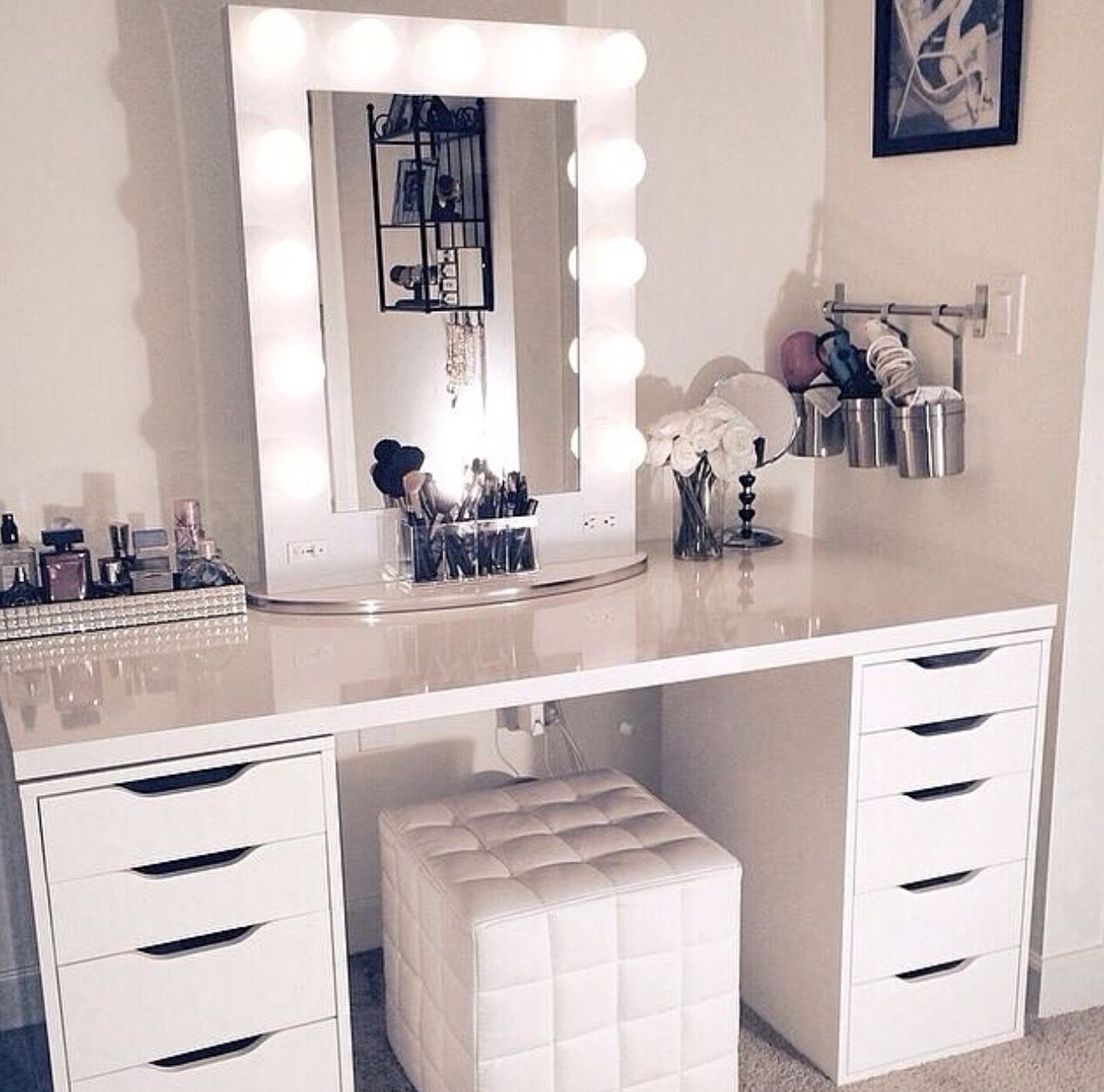 Image of: Ikea Makeup Vanity Table With Lighted Mirror