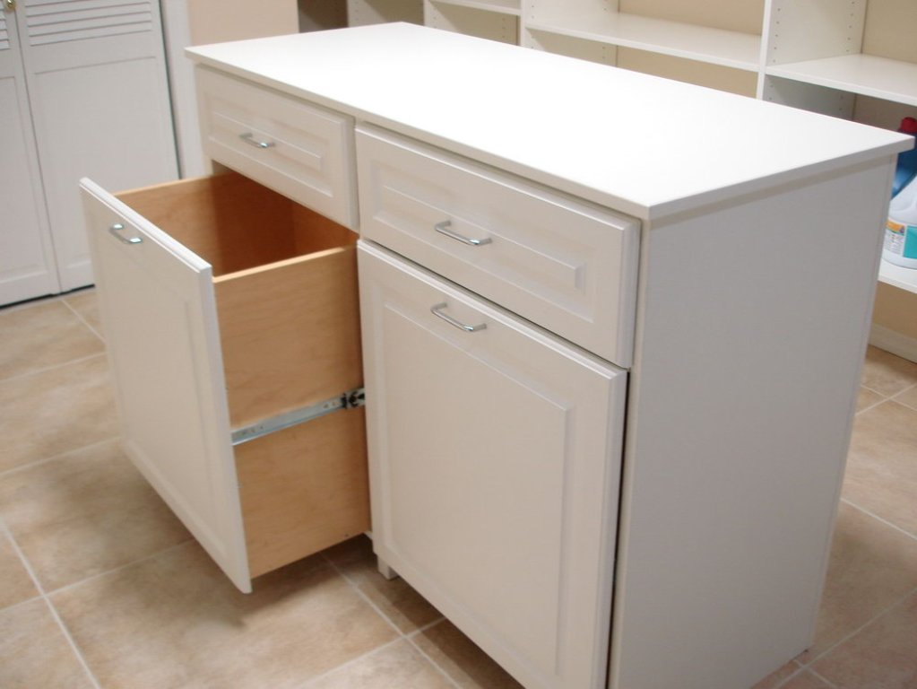 Image of: Laundry Folding Table On Wheels