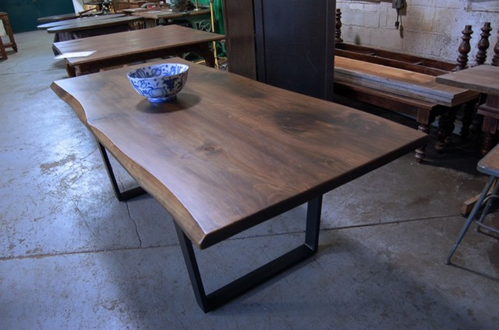 Image of: Live Edge Dining Table Centerpiece