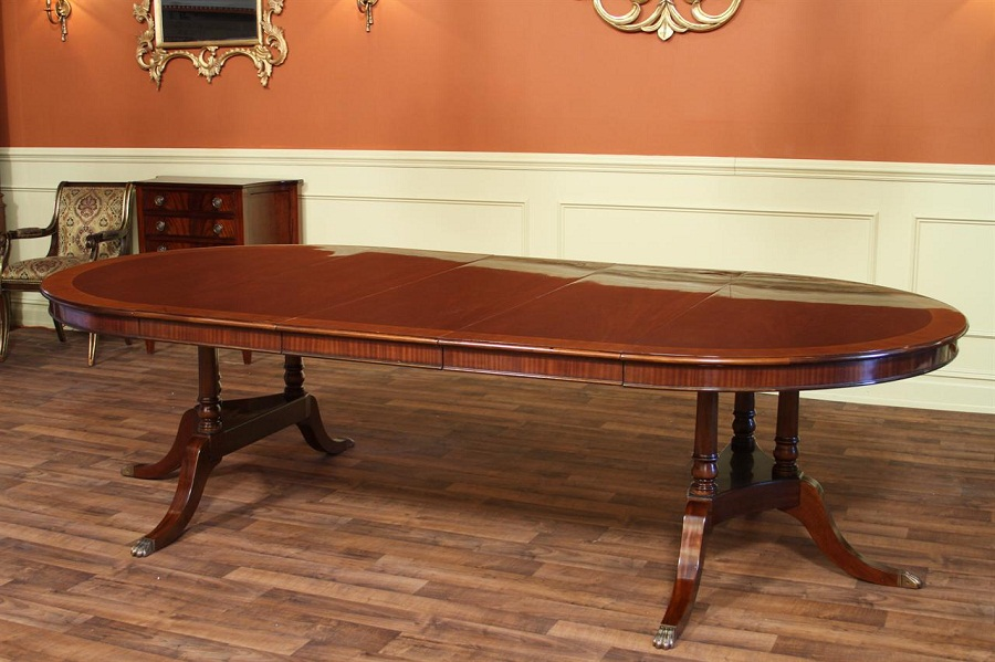 Image of: Long and Oval Dining Table with Leaf
