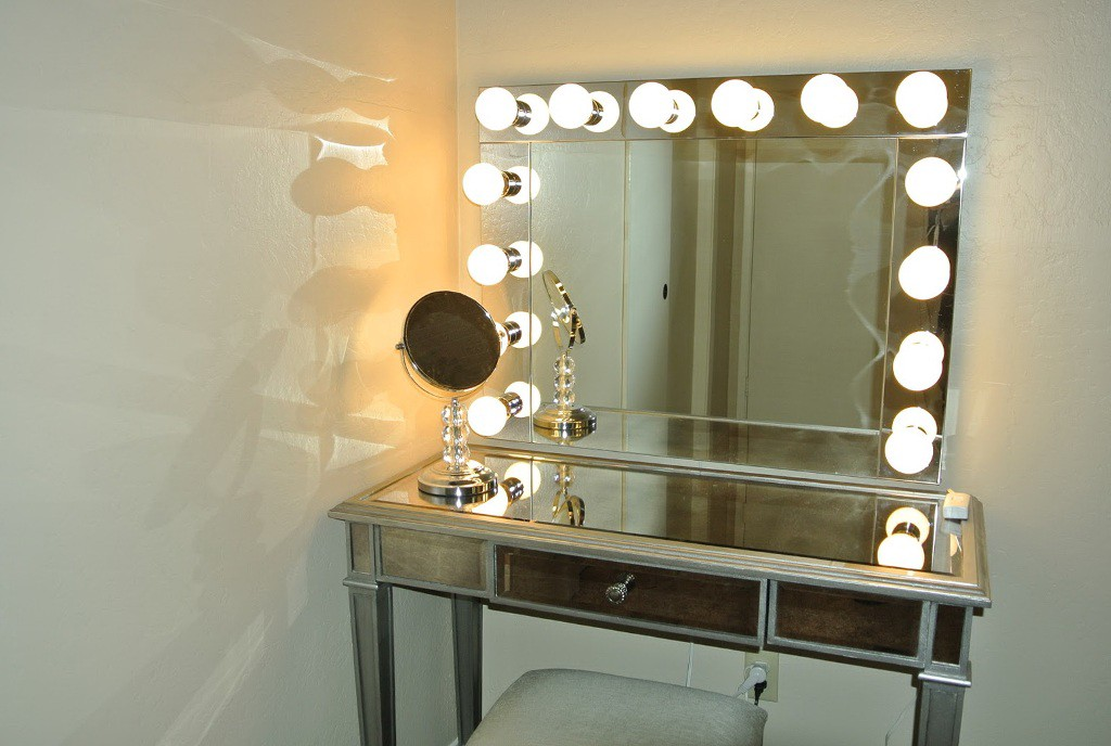 Image of: New Makeup Vanity Mirror with Lights Ikea