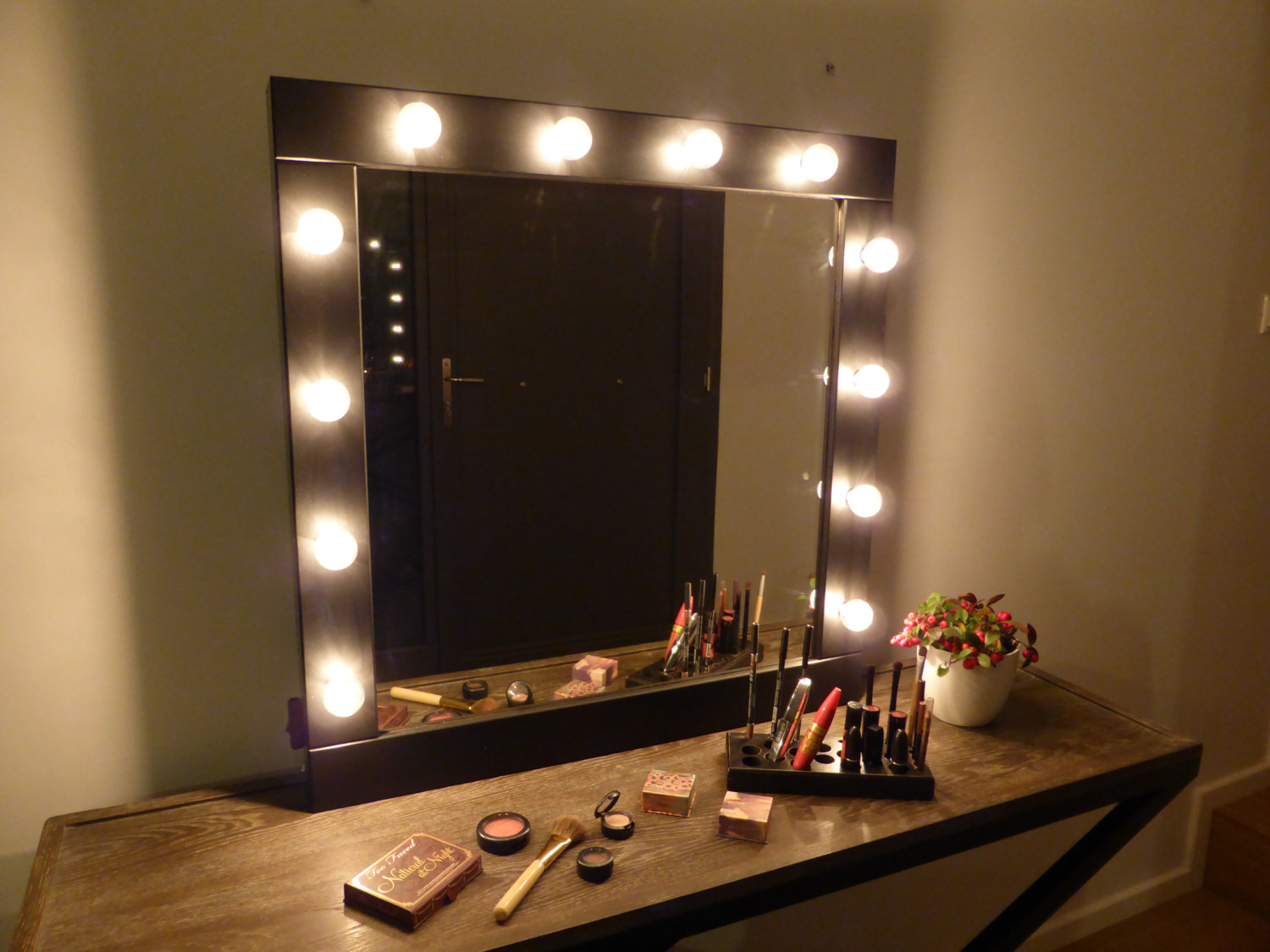 Image of: Makeup Vanity Table With Lighted Mirror Color