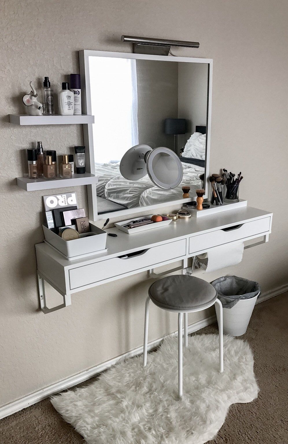 Image of: Makeup Vanity Table With Lighted Mirror Wall