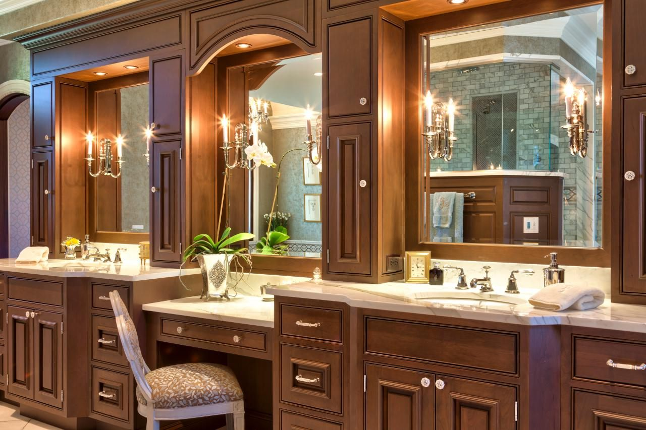 Image of: Makeup Vanity Table With Lighted Mirror Wood