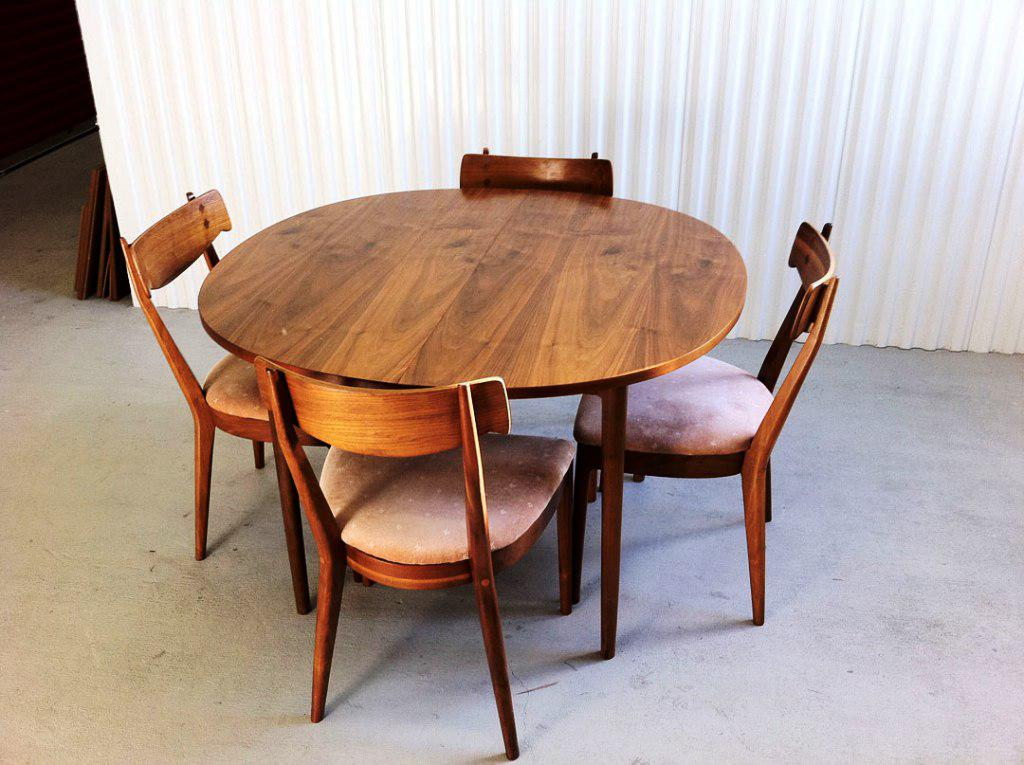Image of: Mid Century Dining Table Round