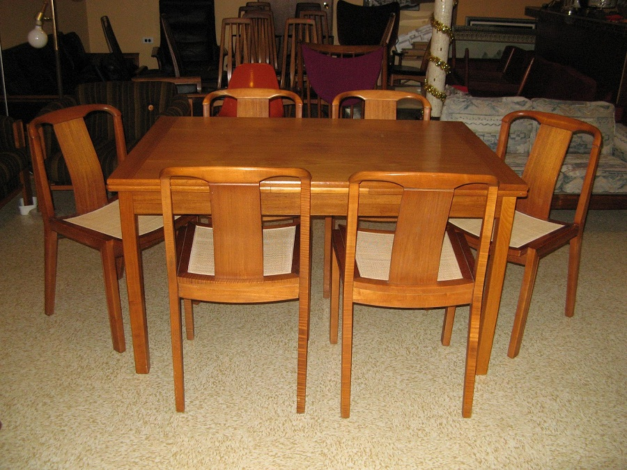 Image of: Mid Century Dining Table Wood