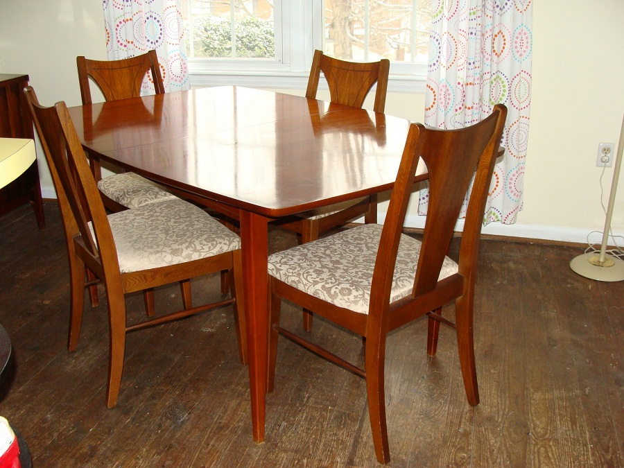 Picture of: Mid Century Dining Table and Chair