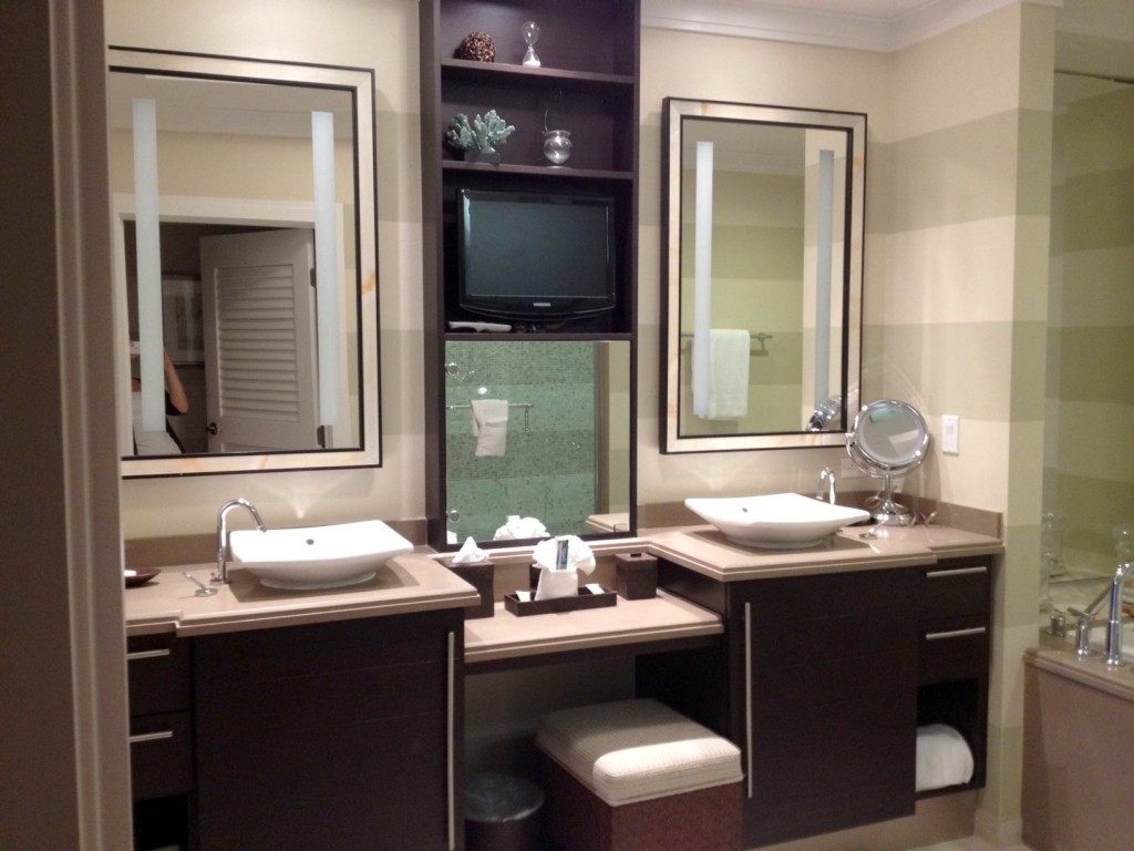 Image of: Narrow Vanity Mirror with Lights Ikea