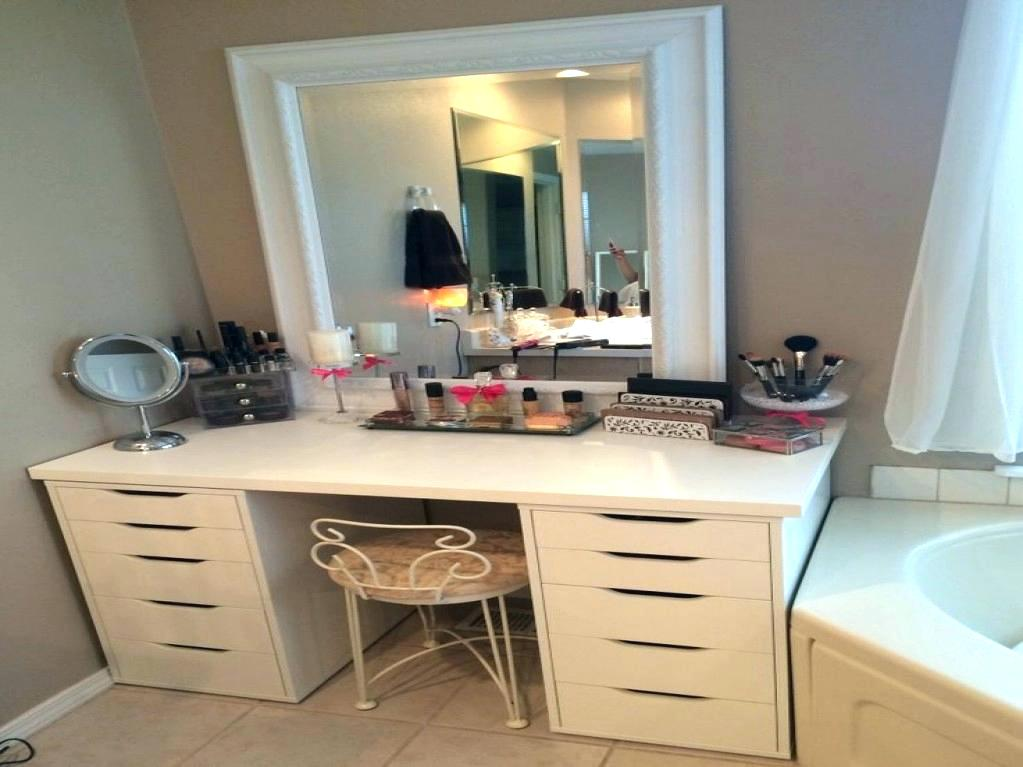 Image of: Painted Bedroom Vanity Ideas