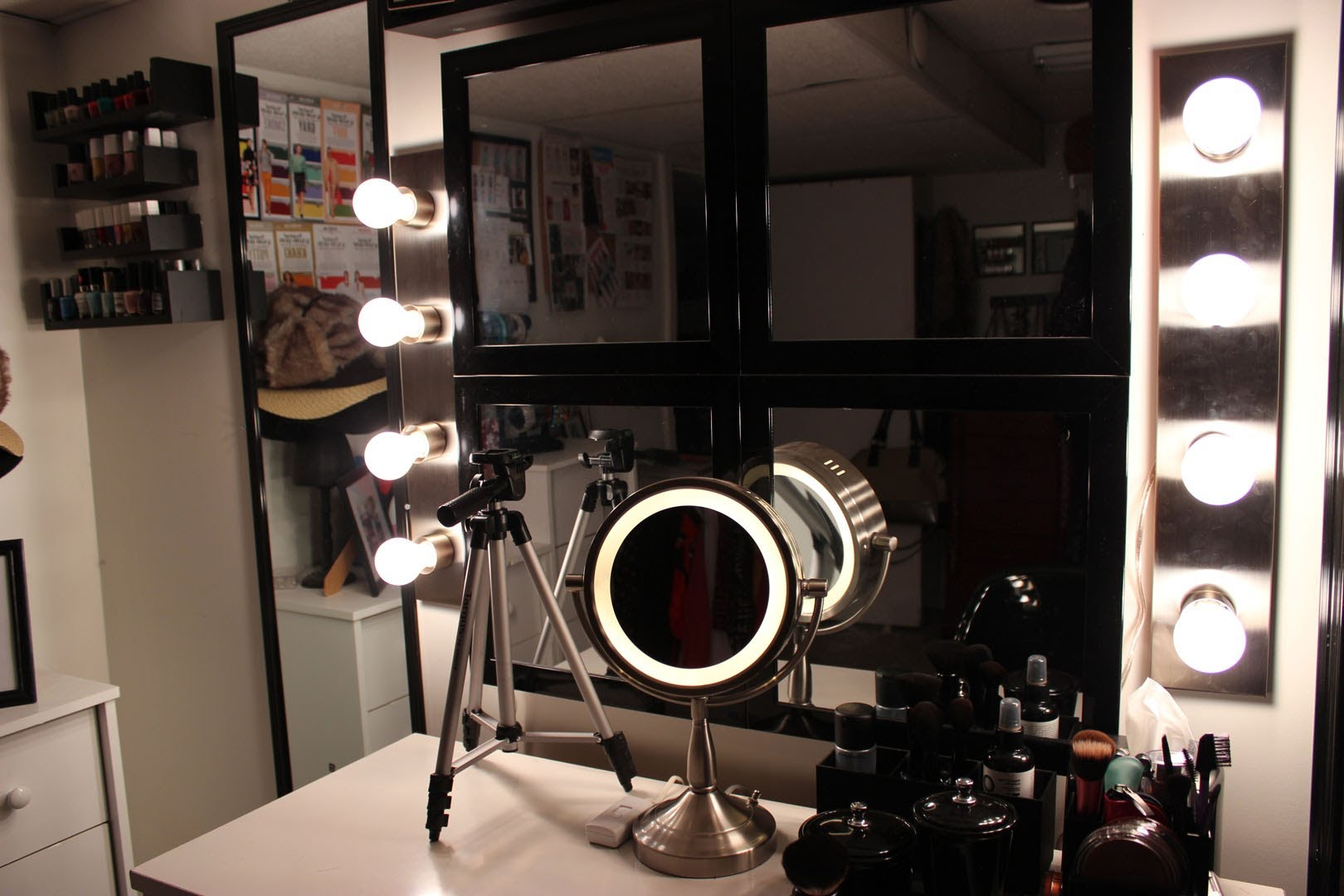 Image of: Professional Makeup Vanity Table With Lighted Mirror