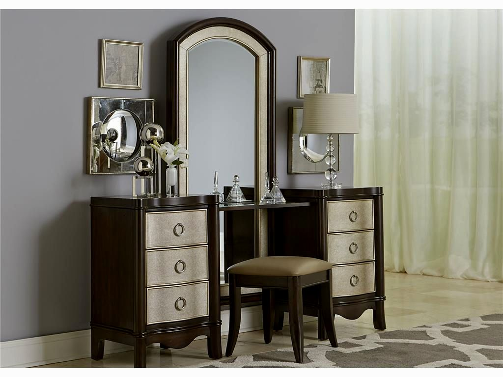 Image of: Review Bedroom Makeup Vanity With Lights