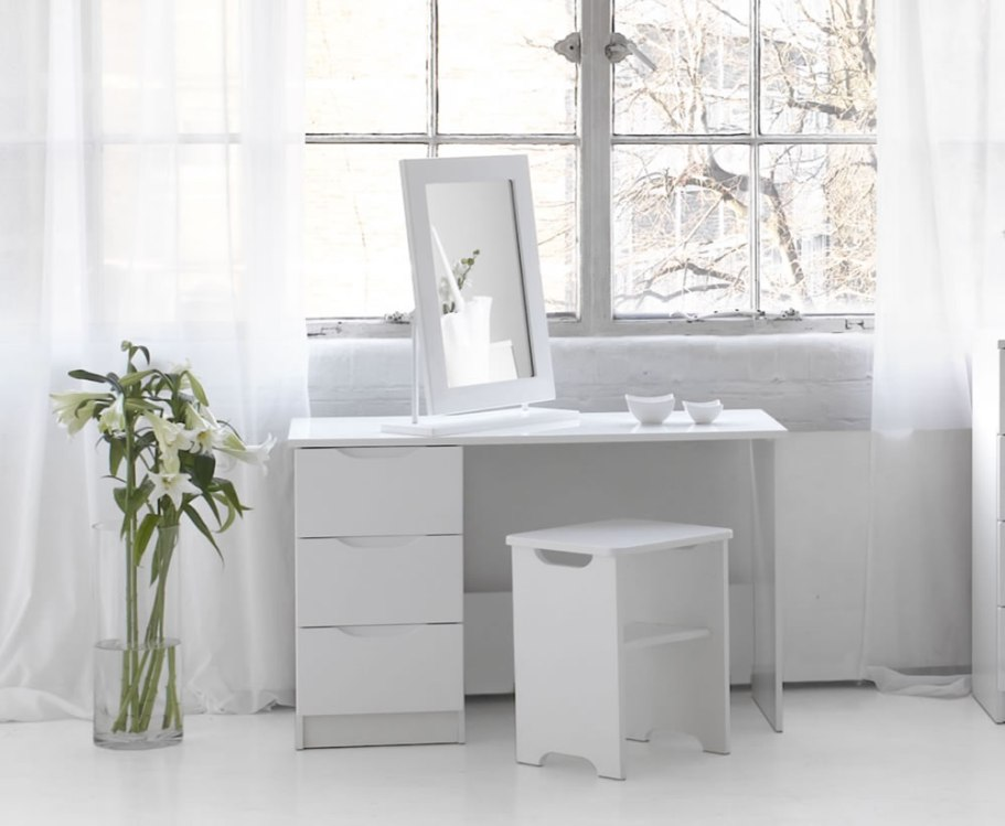 Picture of: Small Contemporary Vanity Table for Bedroom for Teen