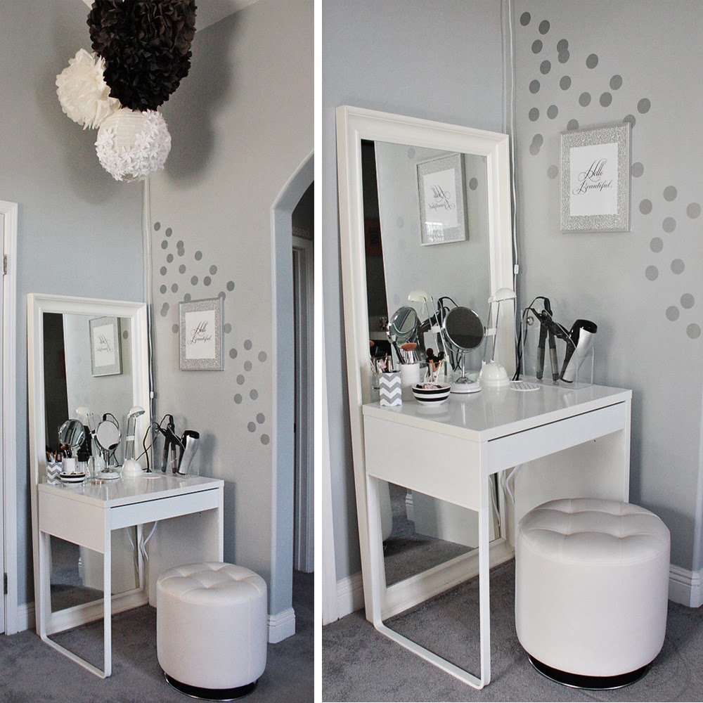 Image of: Small Makeup Vanity Table With Lighted Mirror