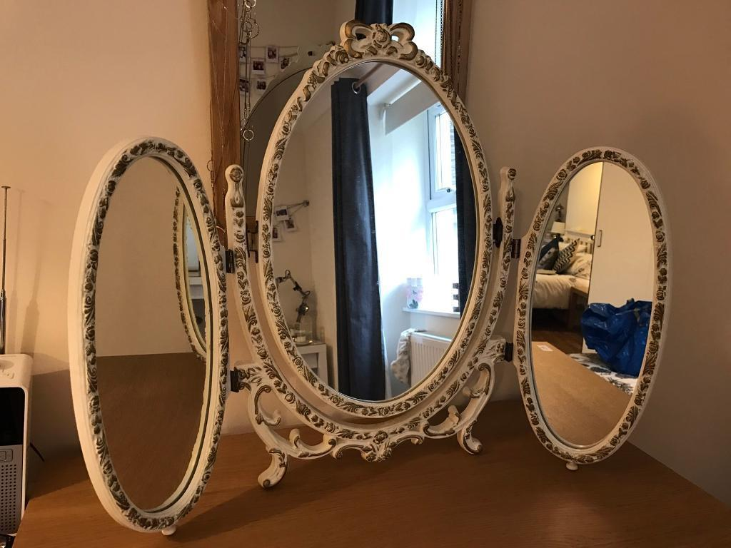 Image of: Tri Fold Vanity Mirror Classic