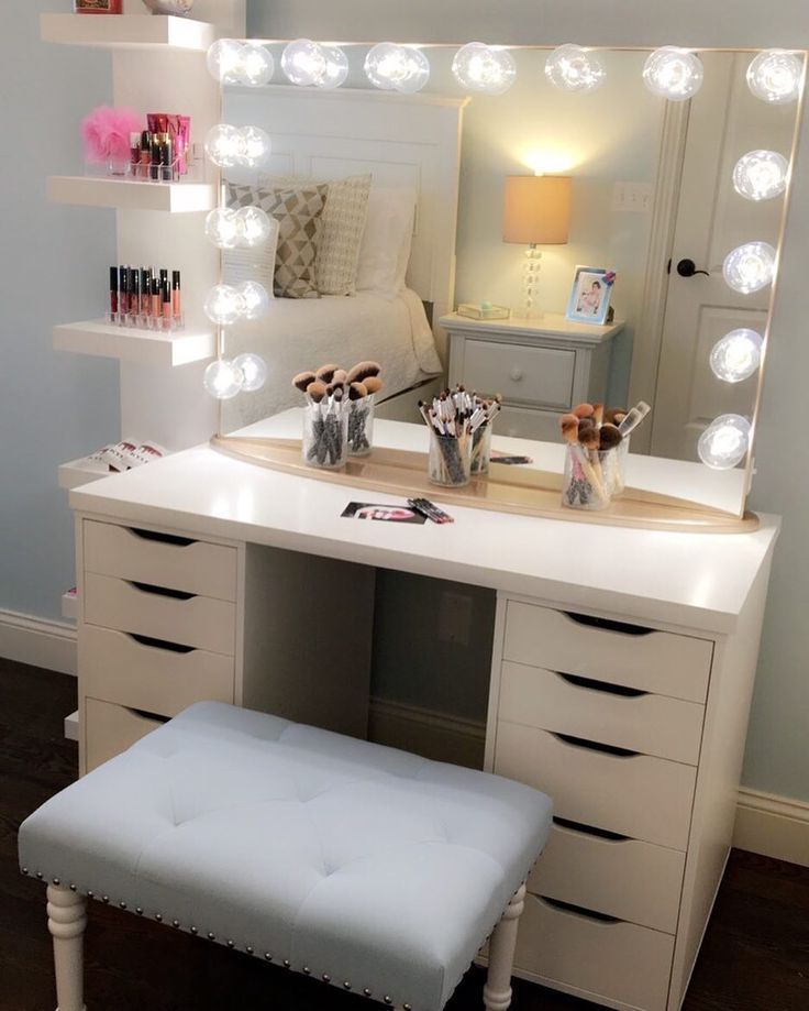 Image of: Unusual Bedroom Makeup Vanity With Lights