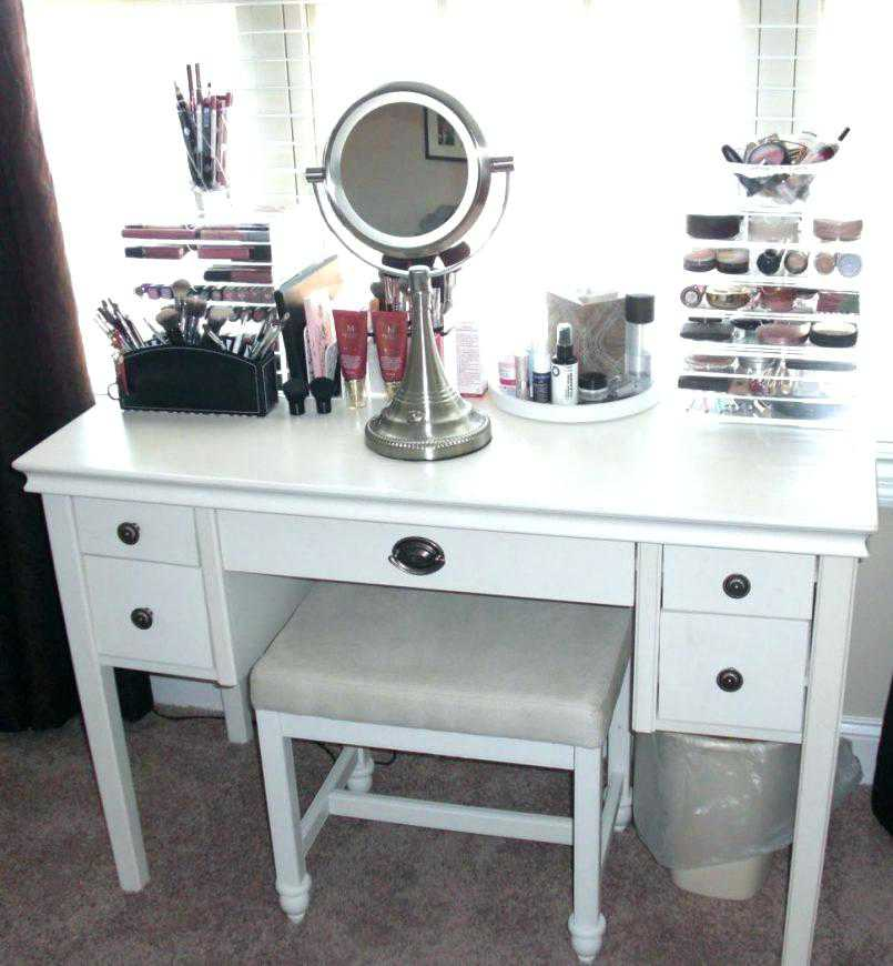 Image of: Vanity Ideas for Small Bedroom Decor