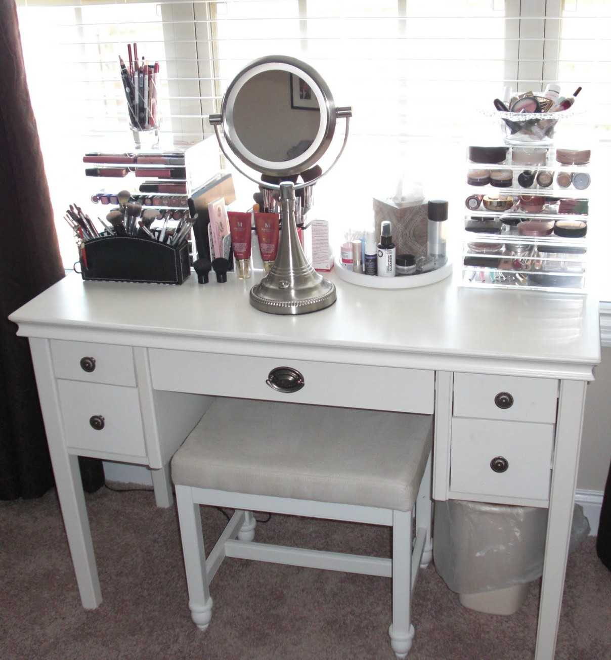 Picture of: White Bedroom Vanity with Drawers