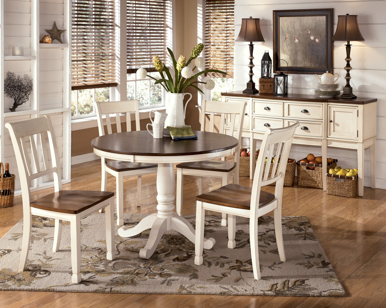 Image of: White Pedestal Dining Table and Chairs