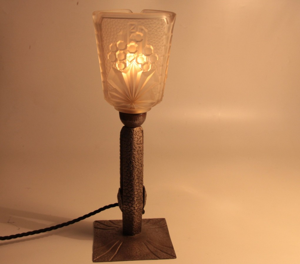 Image of: Wrought Iron Table Lamps Ideas