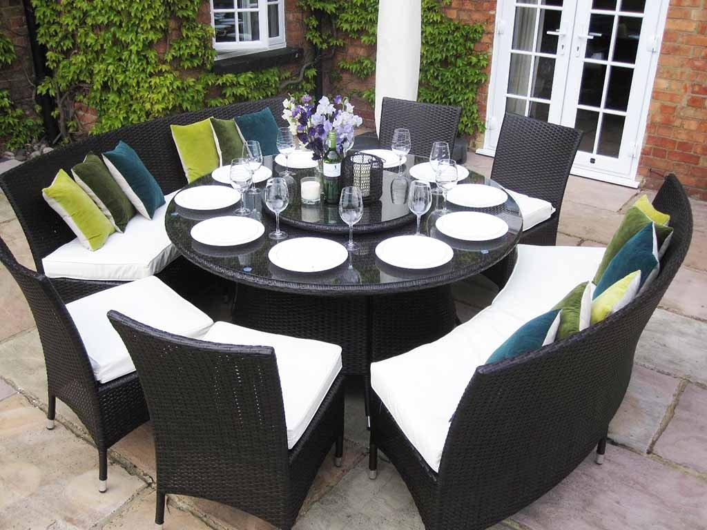 Image of: Dining Table Large Round Dining Table Seats